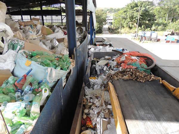 Sucatas de Papel e Plástico